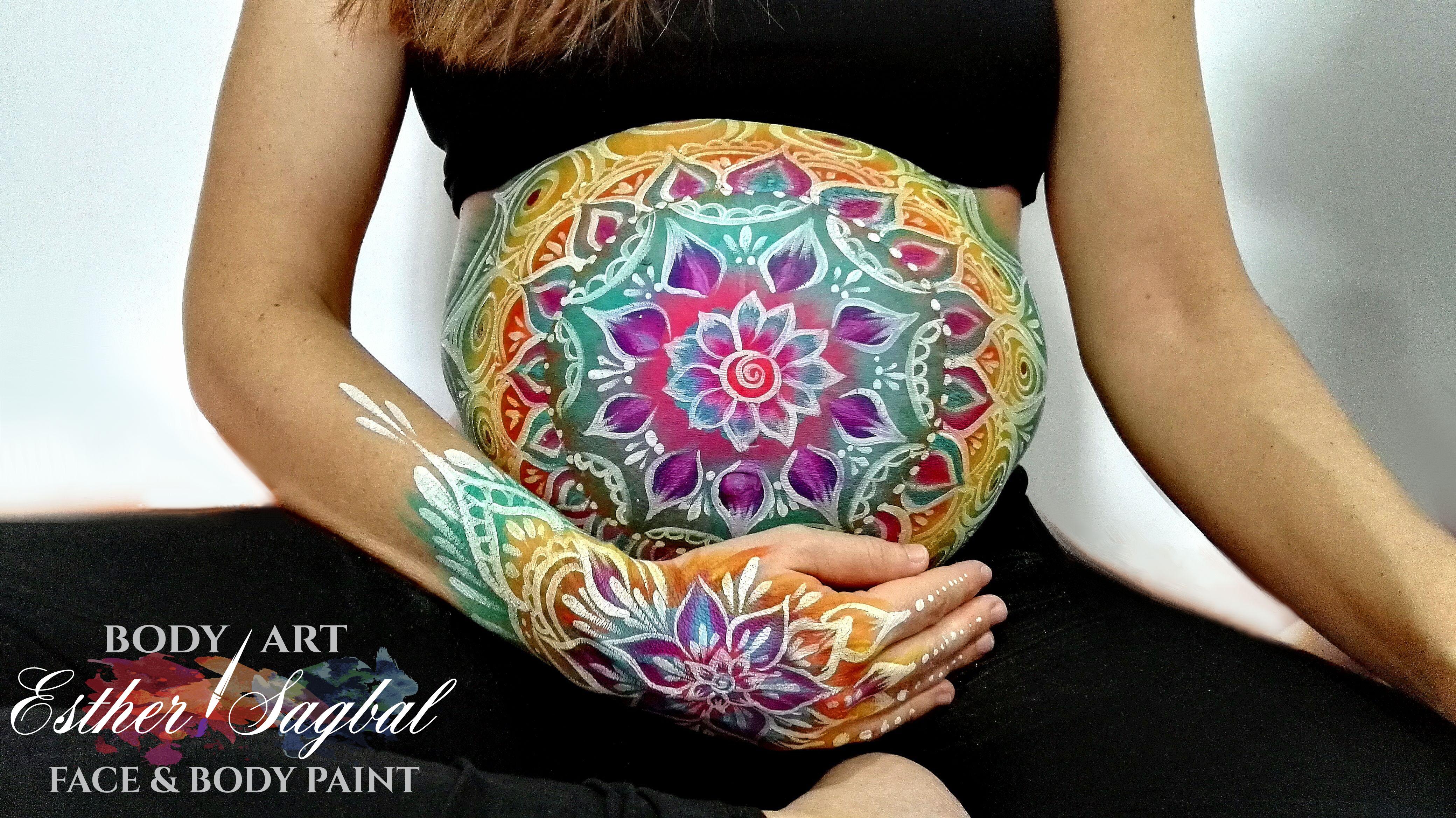 Pintura corporal durante el embarazo